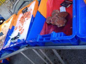 vente de fruits de mer au marché